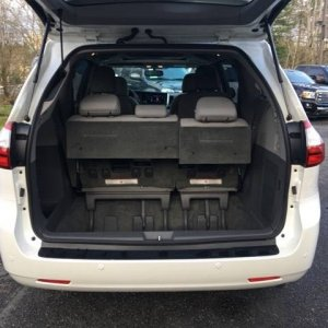 Sienna Back Hatch open - Stock 2017 XLE Premium AWD with 18s